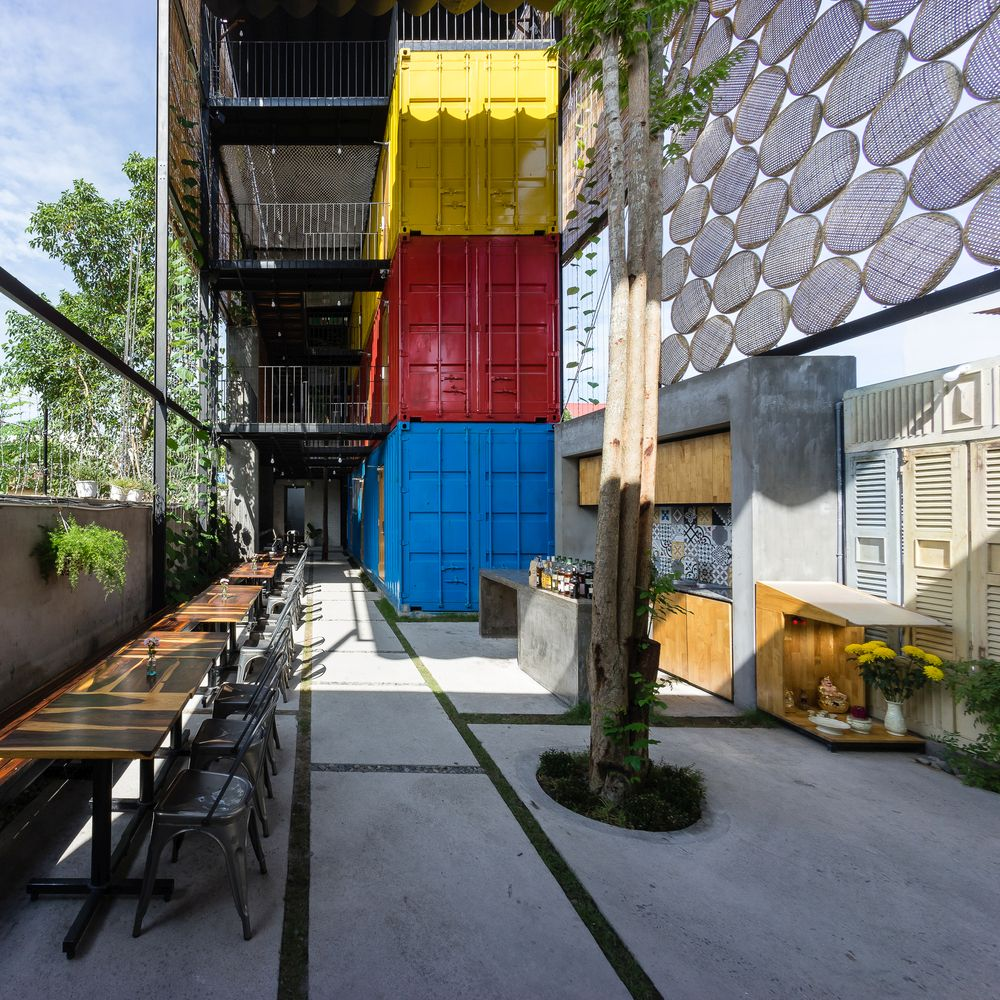 Container-Ccasa-Hostel-Vietnam-by-TAK-architects