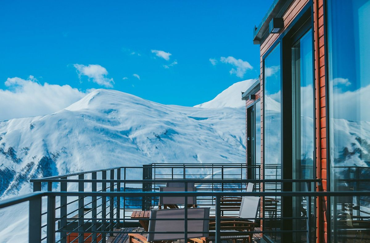 Quadrum-Ski-and-Yoga-Resort-From-shipping-container